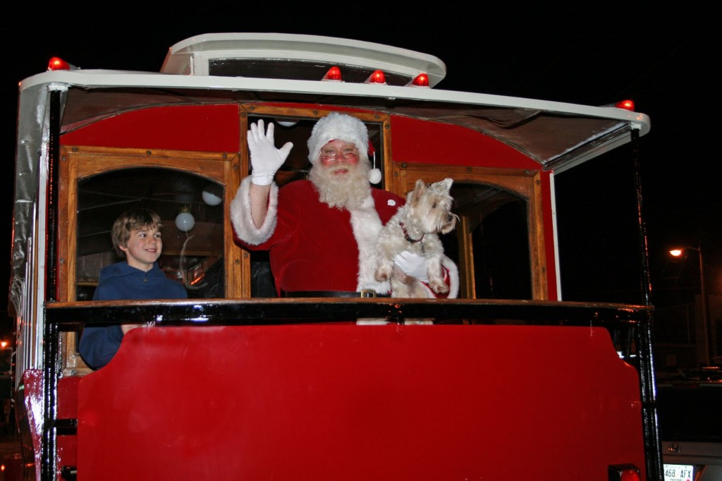 Santa arrives at Roswell's Historic Town Square in a fire truck