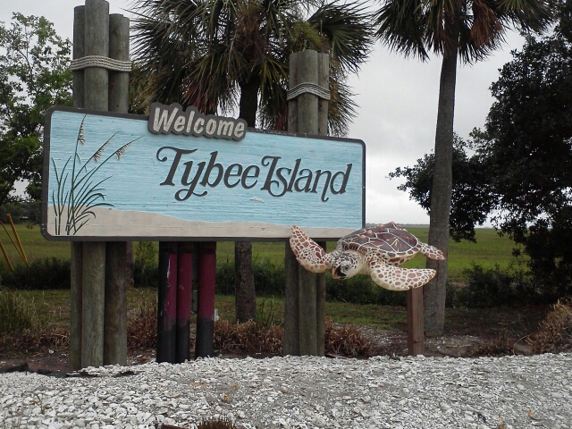 Christmas Eve dining Tybee Island - Christmas eve restaurant Tybee Island - Savannah holiday guide for senior citizens